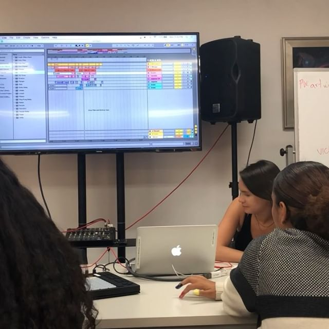 Working on a new collaborative beat at @artworxla with @jolynne.x @anaisheat and teachers @soundsbydazia @austinmacasieb 🔥🎧💻