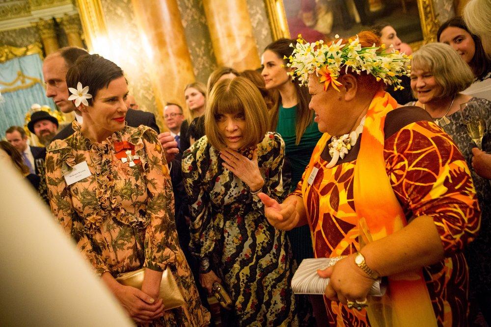 Designer Karen Walker with Anna Wintour and artisans from the Cook Islands.