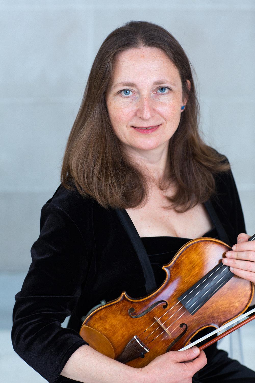 emanuela Nikiforova, violin