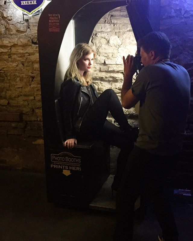 Pre-show photoshoot at the venue during @sxsw often calls for creative lighting solutions - this time we found a photobooth! 😜📸💡#sxswmadness