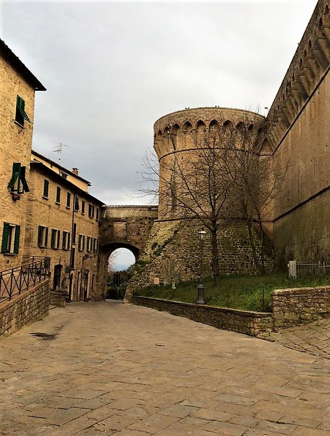 Volterra Etruscan Gate.jpg
