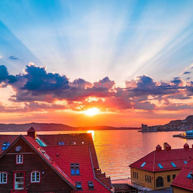 Hey Norway, you're pretty pretty. #norway🇳🇴 #sunsetporn