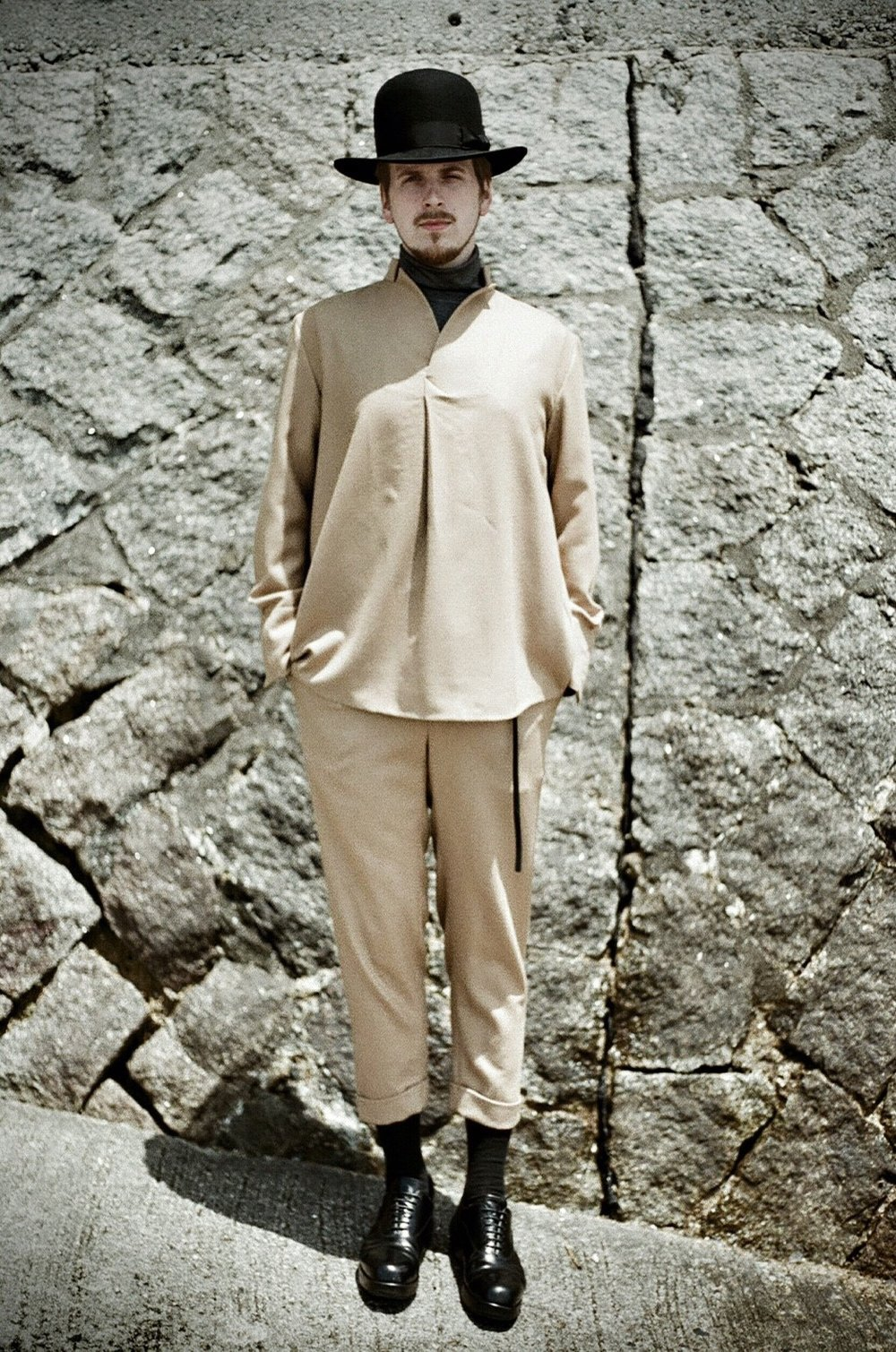 Ko-16AW-09 Showl Collar Pullover (BE) / Ko-16AW-10 F&B Tuck Pants (BE)