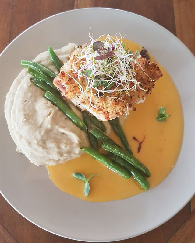 SPECIAL || Crusted Coral Cod, white bean and pesto Puree & Mandarin Beurre Blanc! #tropiconorthbeach #lunch