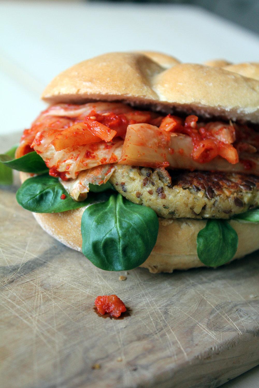 Tempeh burger s kimčijem
