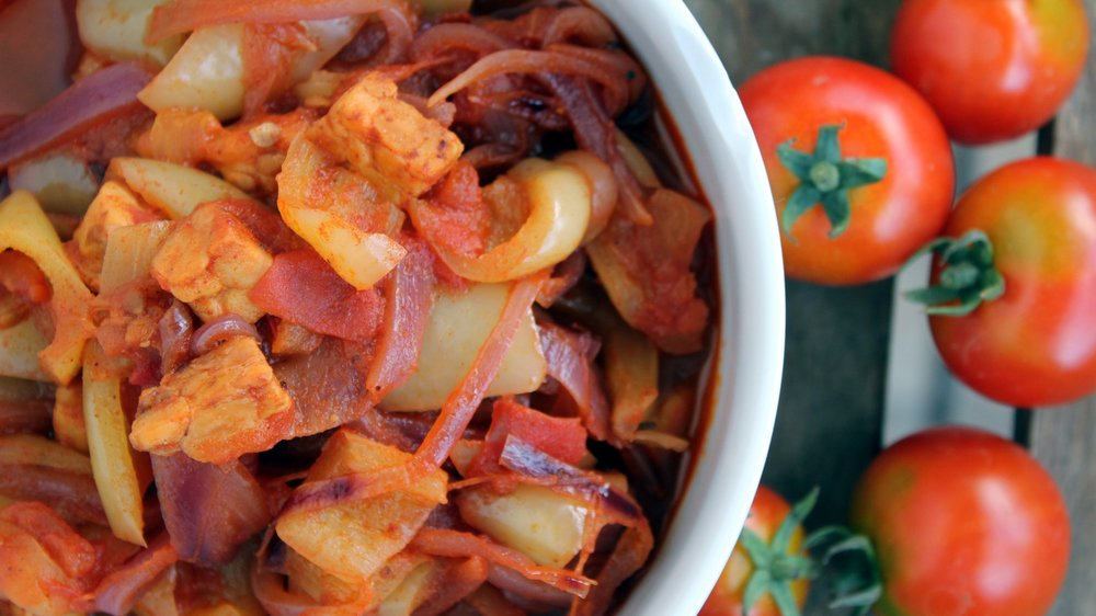 Paprika + paprika + paprika + ... tempeh. In paradižnik.