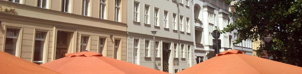 BMSEK_Bilder_Virchowplatz mit Schirmen + Charitestr_2014-06-18 10_STREIFEN.jpg