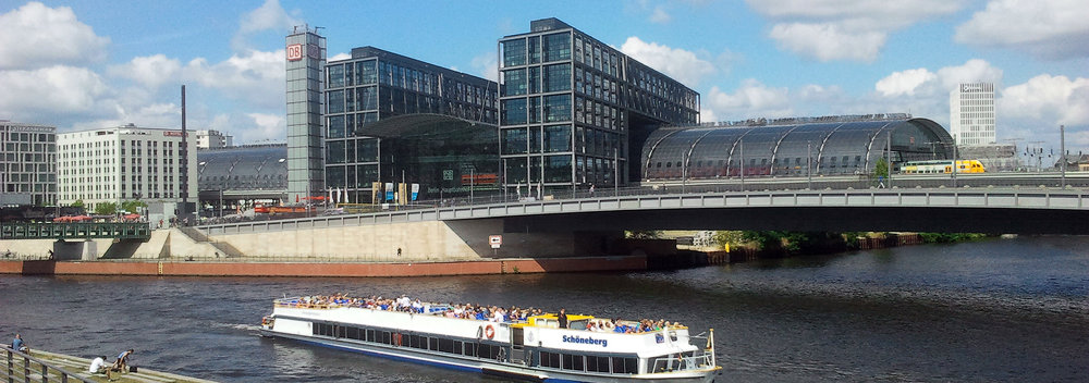 Berlin, HAUPTBAHNHIOF von der Spree aus_OPT_2014-07-31 12.32_900p_.jpg