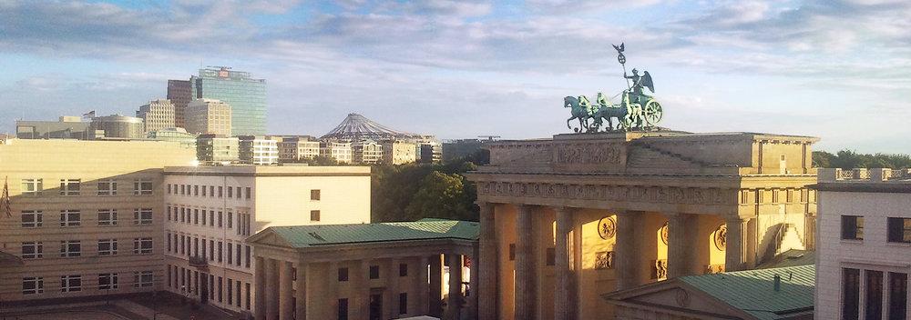 Brandenburger Tor_2014-07-02 20.07_OPT_Streifen 900p 2.jpg