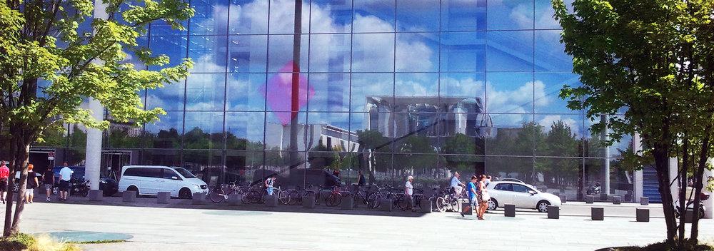 Berlin, KANZLERAMT, Spiegelung im Abgeordnetenhaus_OPT_2014-07-31 12.40_900p_.jpg