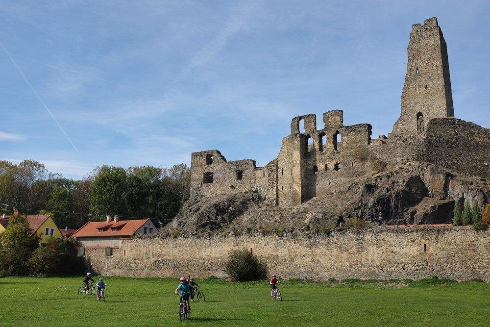 Hrad Okor Castle