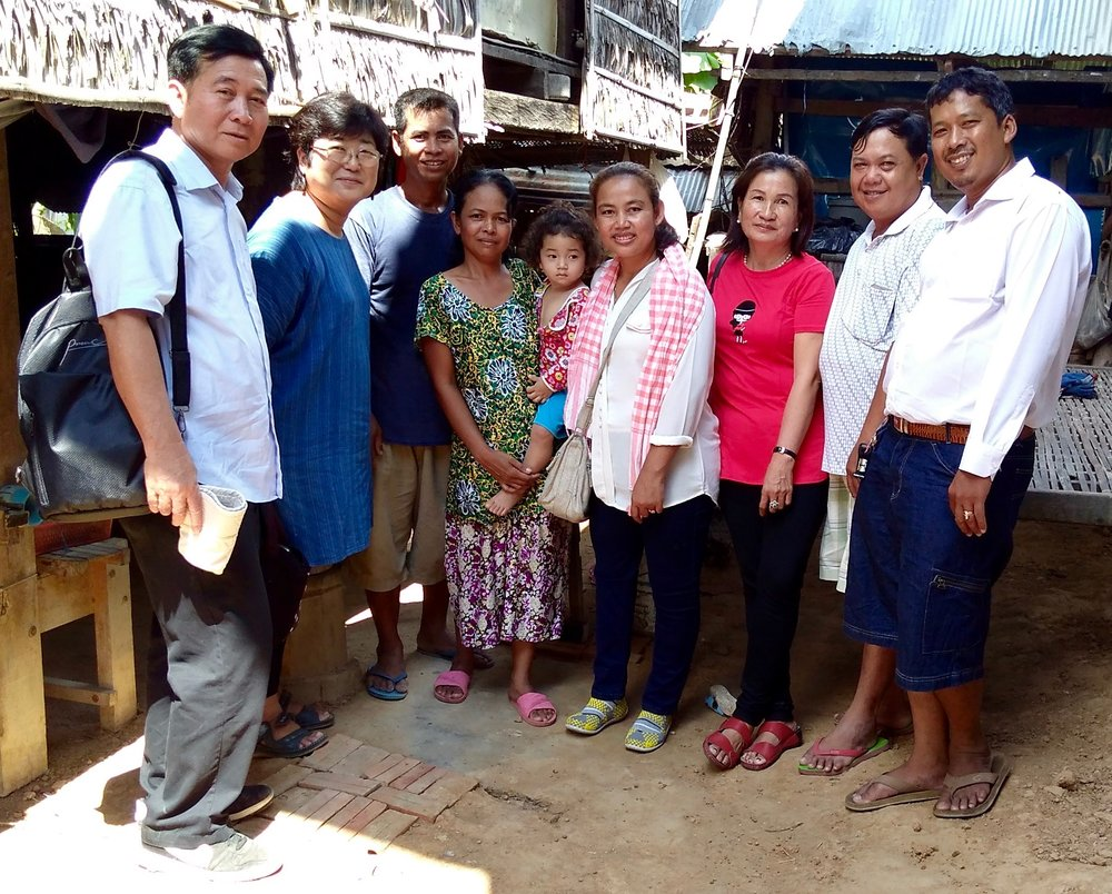From left: Sinoeum Men of AAC, Harumi Sekiguchi of Pidan Khmer / CYK, weaver and his family, Kong Chim, staff, and Sam Oeurn Ouk from Ta Prohm Souvenier