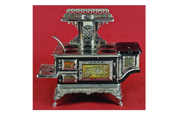miniature%20stove_Detroit%20stop_valued%20at%20£950-£1100.jpg