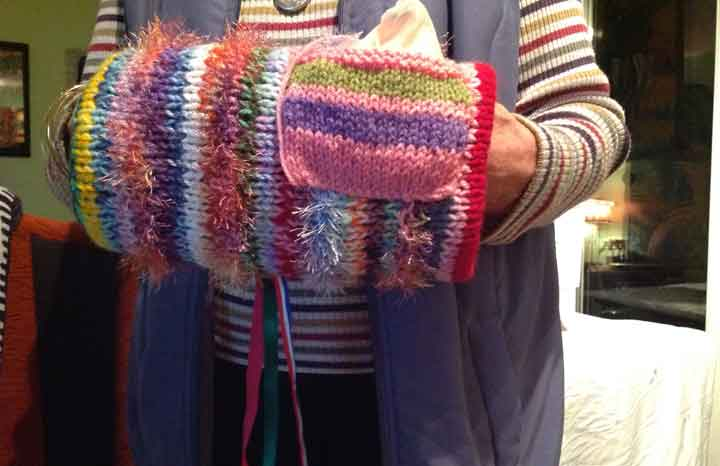 Make a twiddlemuff for dementia patients — Yours