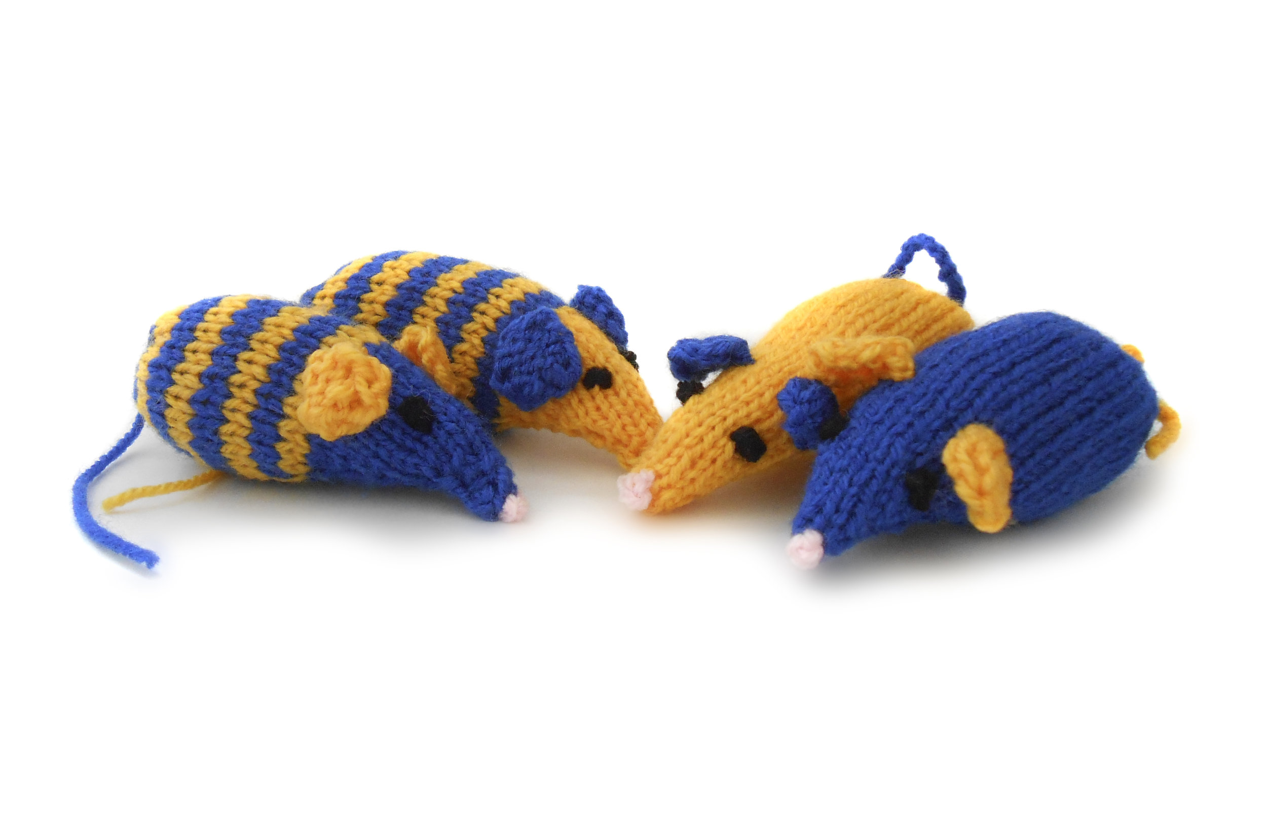 Free toy knitting pattern to help a cat charity — Yours