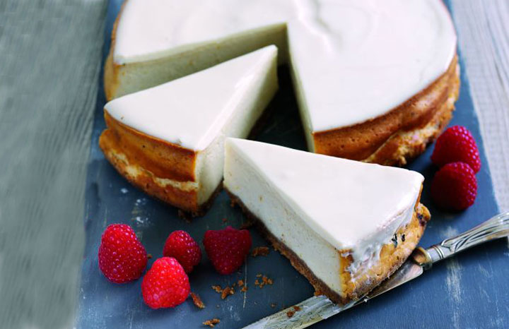 Baked-cheesecake-with-spreadable-fresh-French-goat's-cheese-and-orange_1.jpg