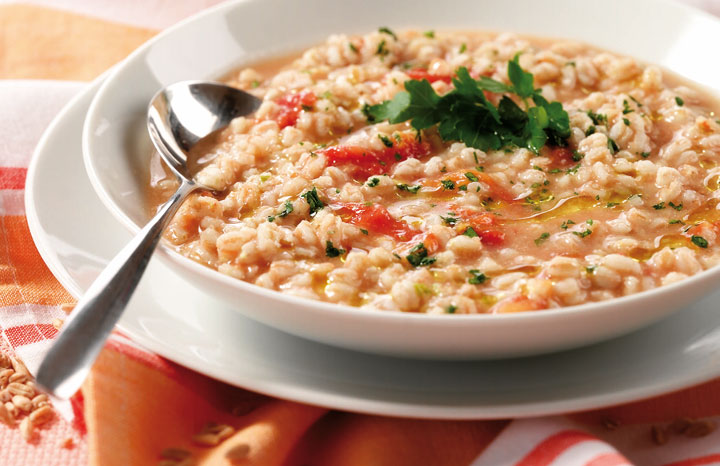 Pearl-barley-soup-with-tomato-and-parsley.jpg