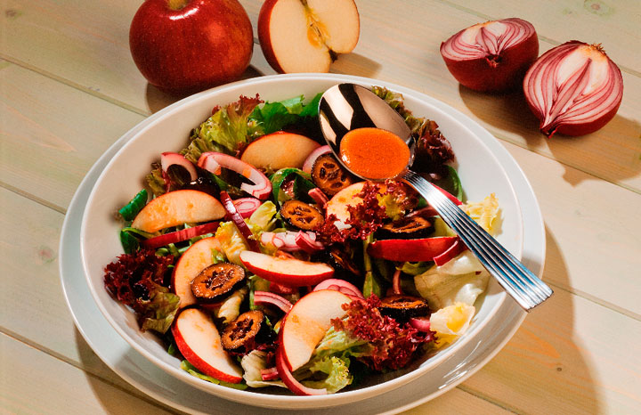 Walnut-and-apple-salad.jpg