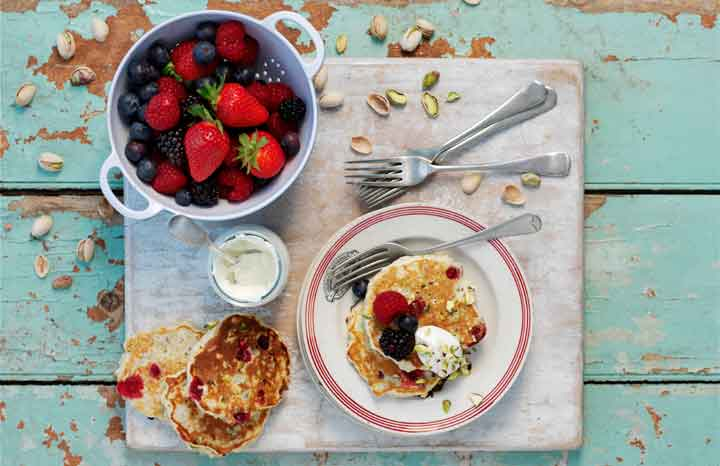 pistachio-oat-cranberry-pancakes-berries.jpg