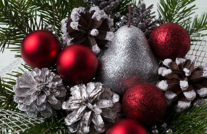 Delightful 7 Cheap And Easy Christmas Decorations To Make At Home