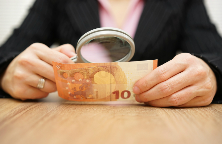 counterfeit-currency-scams-foreign-holidays.jpg