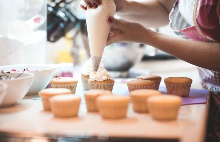 baking%20and%20icing%20cupcakes%20make%20money%20hobby%20hobbies.jpg