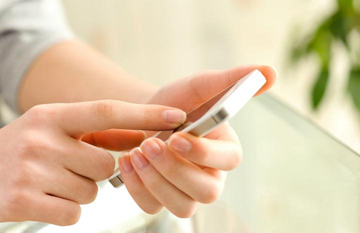 paym_smartphone_banking.jpg