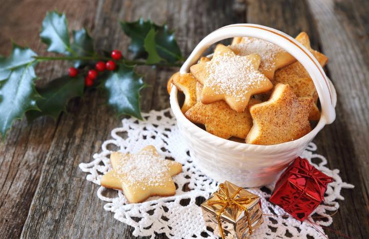 christmas%20homemade%20gifts%20fudge%20candles%20bathbombs%20cookies%20baking.jpg