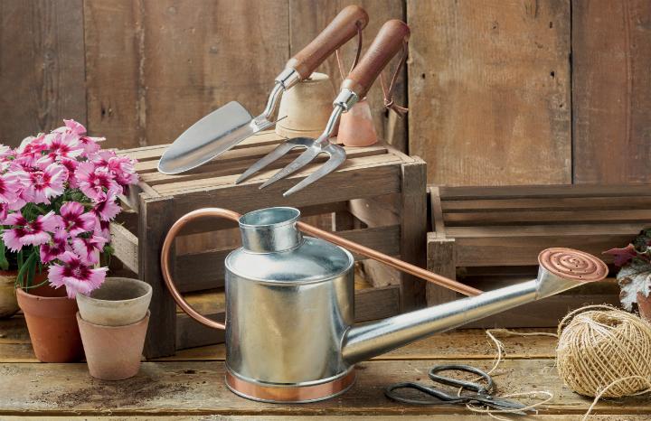 Garden-Tool-Gift-Set-%20Aldi%20watering%20can.jpg
