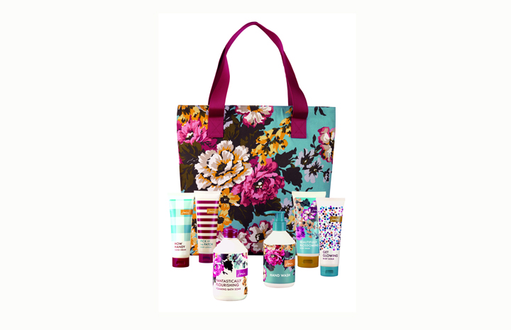 Star%20Gift%203%20-%20Joules%20Blooming%20Brilliant%20Weekend%20Bag.jpg