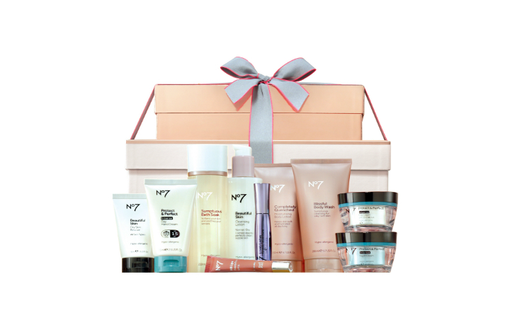 No7%20The%20Ultimate%20Collection%20Beauty%20and%20Skincare%20Gift%20£75.jpg