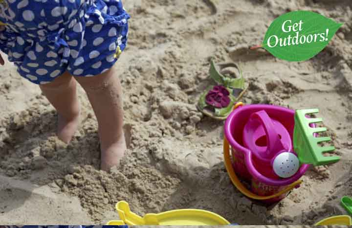 Child-playing-in-the-sand-on-Studland-©NTPL-Chris--Lacey_720x405.jpg