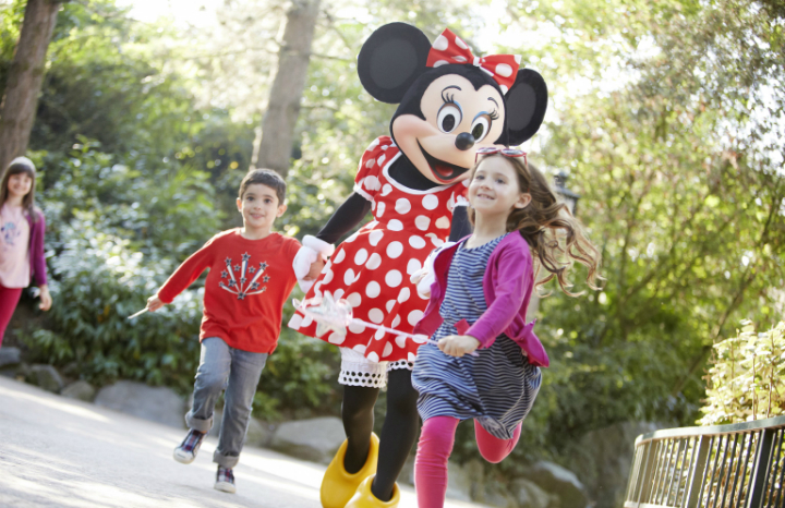 DLP%20-%20children%20and%20Minnie.jpg