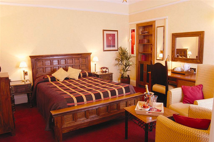 220-LANCSBedroom-4-(B).jpg