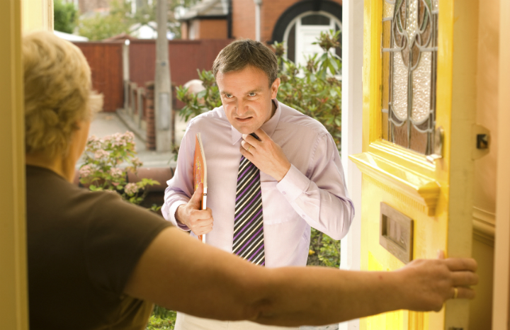 scams-doorstep-rogue-traders-dodgy-tradesmen.jpg