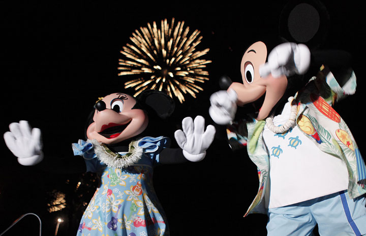 %20Aulani-Mickey-Minnie-NYE.jpg
