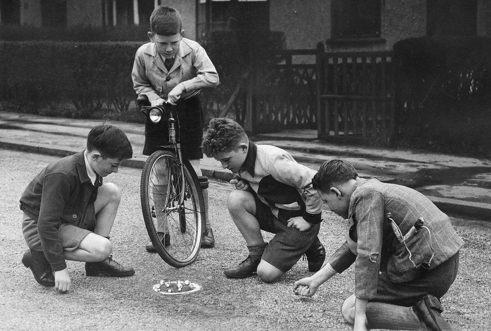 boys-marbles-1940s