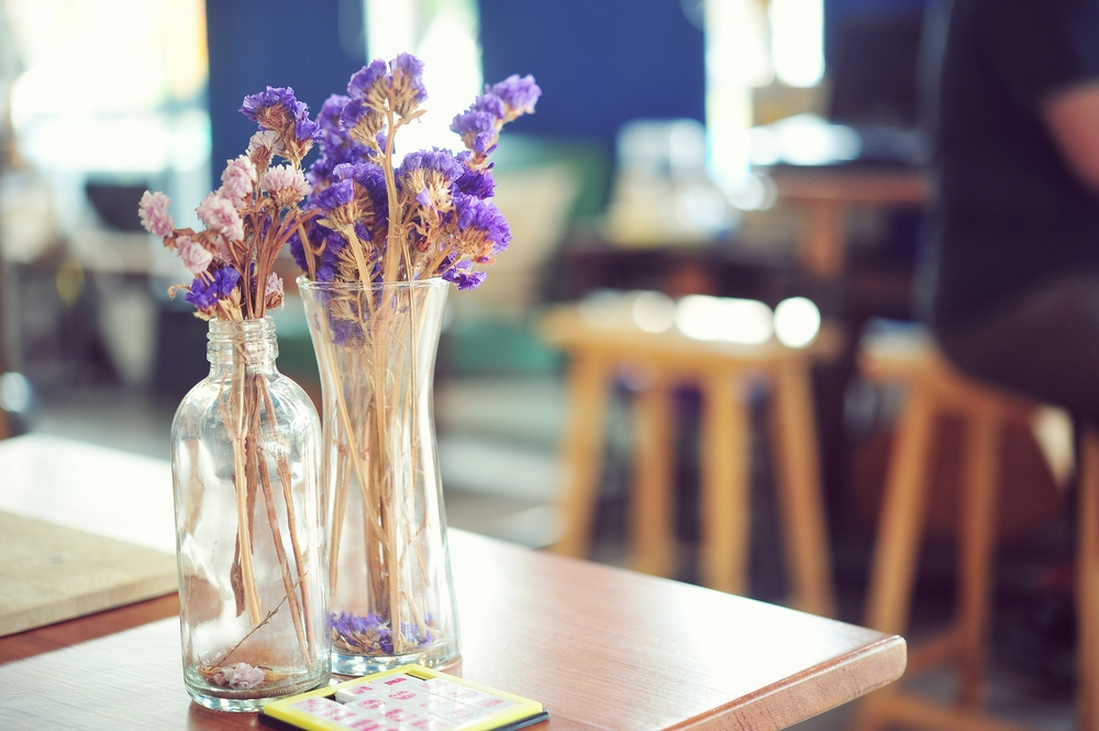 ketchup-glass-bottle-vase-flowers