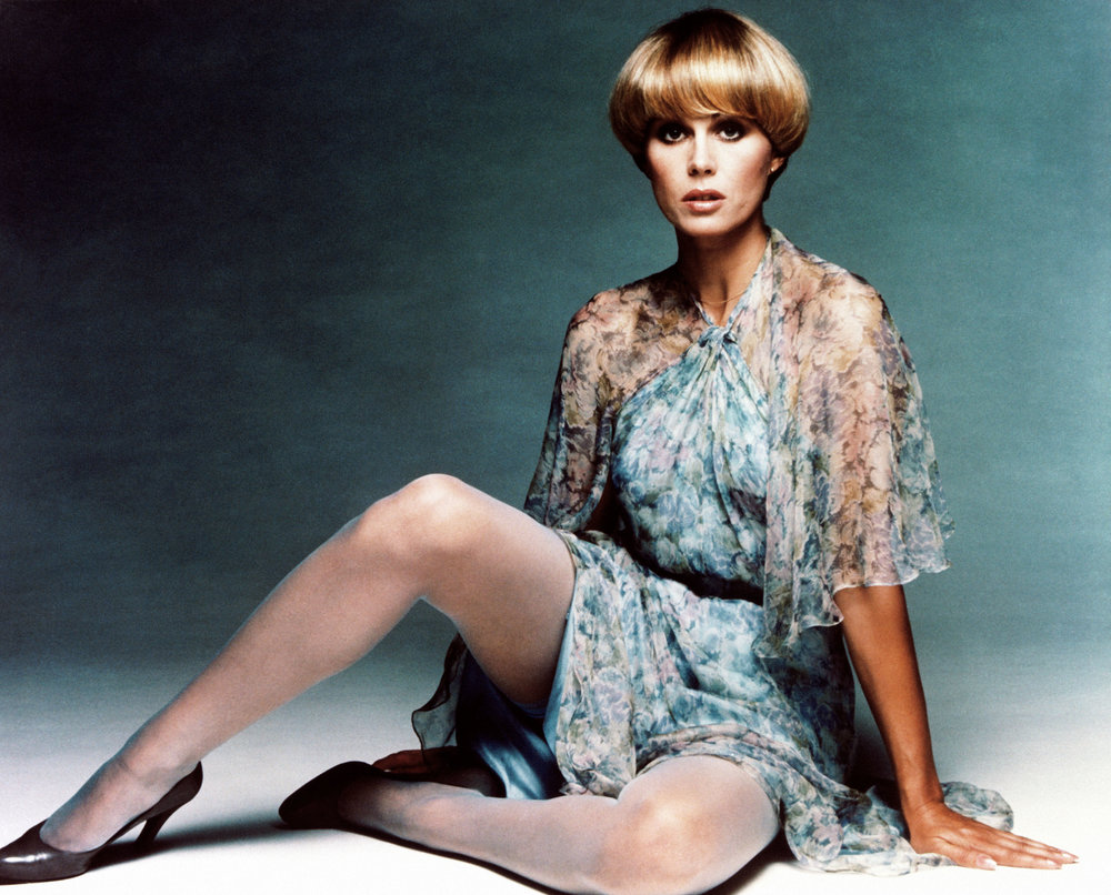 joanna-lumley-young.jpg