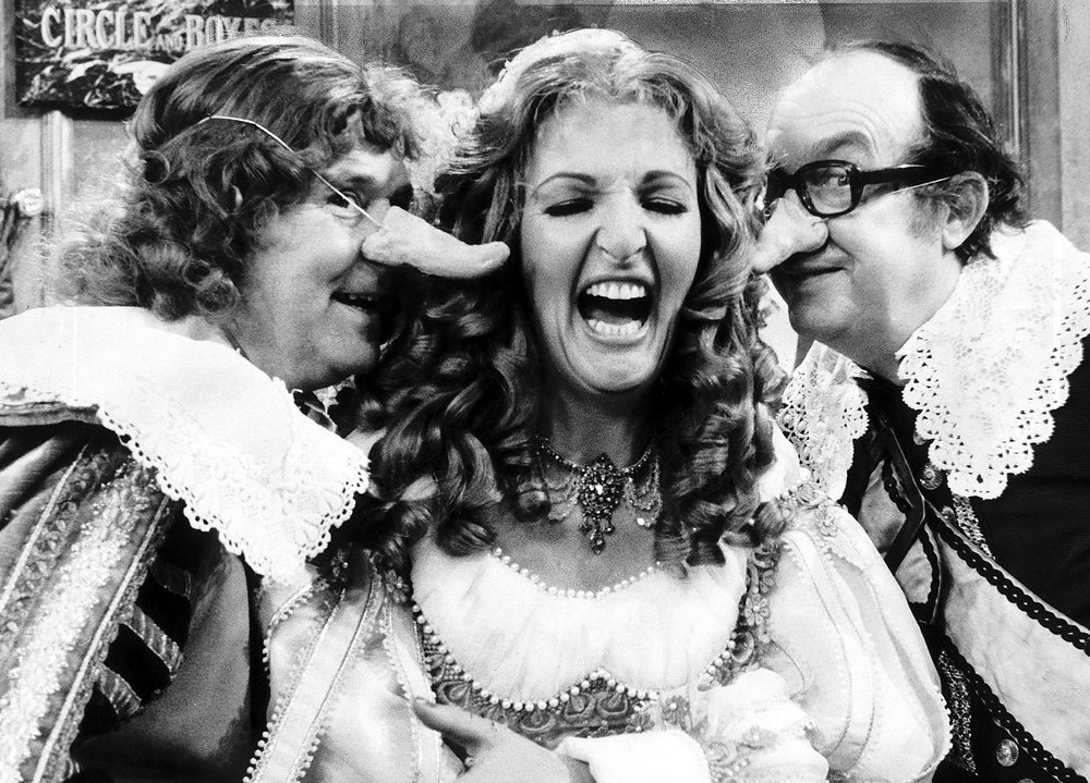 morecambe-wise-penelope-keith-christmas.jpg