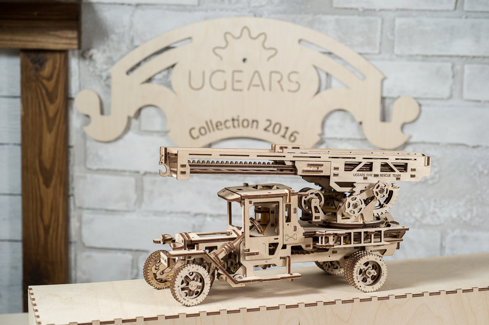 Ugears Fire Truck Rescue Ladder 01.jpg