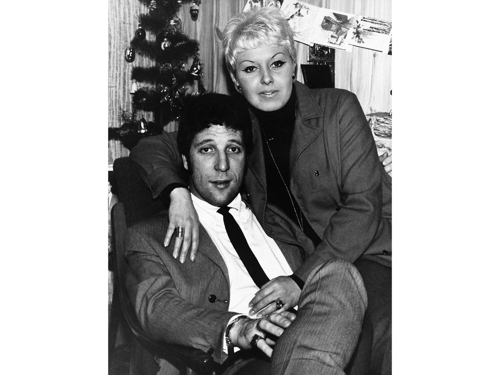 Tom-Jones-Linda-Wife.jpg