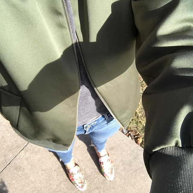50 degrees means I'm breaking out my #everlane bomber 🙌
