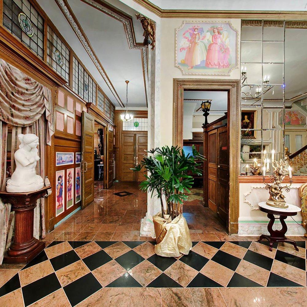 Hallway to Chopin