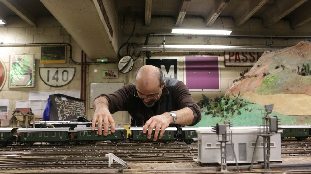 LES ACCROSDU RAIL - Dans le club secret de trains miniatures du sous-sol de la Gare de l'Est.