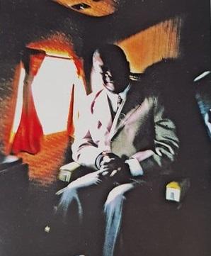 Jean Bedel Bokassa lors de son premier vol dans le DC3 le 7 septembre 1974. Photo : Robert Leborgne.