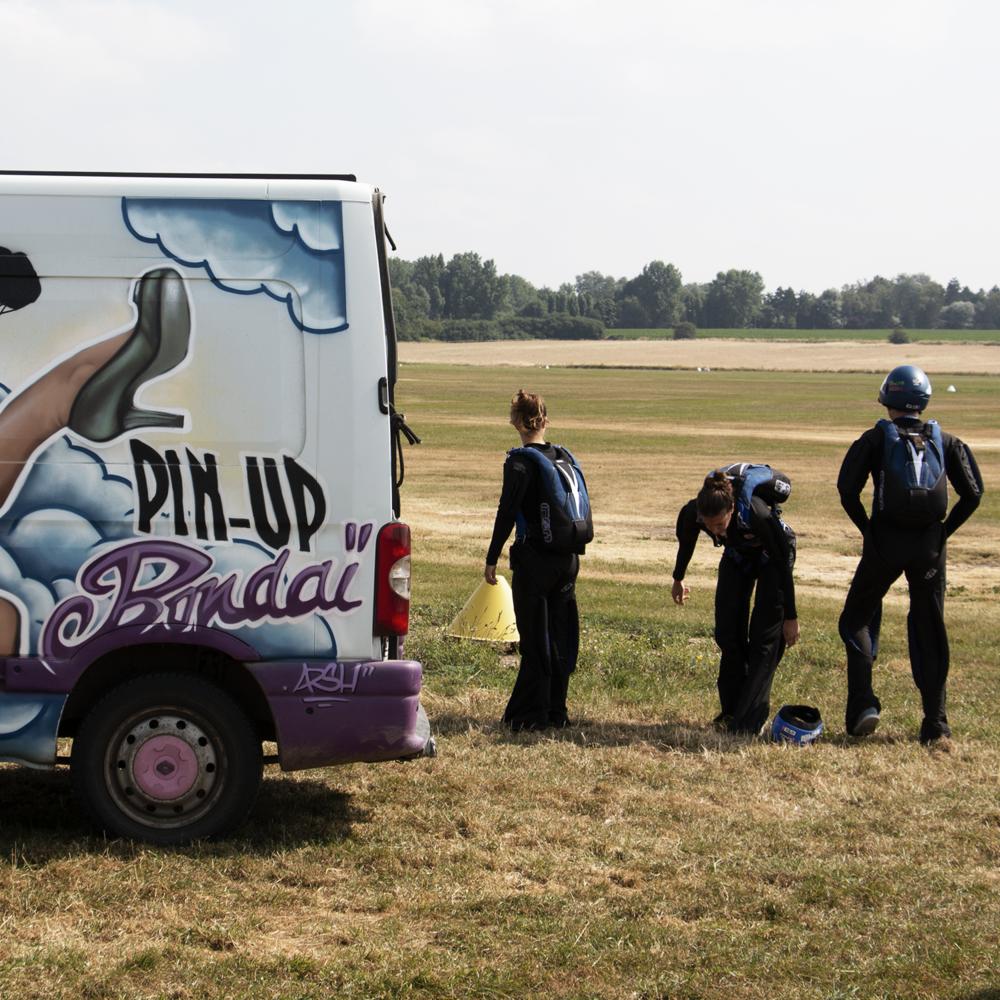 camionnette-chute-libre-entrainement-parachute-sophia-pecout