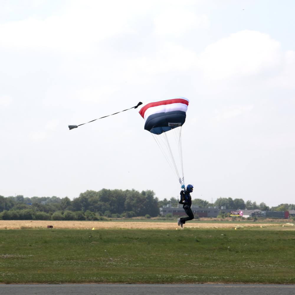 parachute-chute-libre-entrainement-sophia-pecout