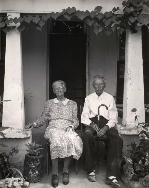 """Mr. and Mrs. Fry of Burnet, Texas, 1941,"" gelatin silver print. (Edward Weston / Huntington Library, Art Collections and Botanical Gardens / Center for Creative Photography, Arizona Board of Regents)"