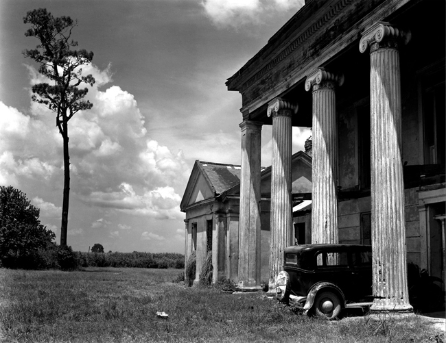 L41-PH9 Woodlawn Plantation, LA, 1941 - Photograph by Edward Weston